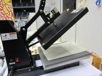 トートバッグに絵柄を印刷する機械です